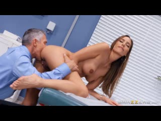 [Brazzers] Desiree Dulce - Clitical Check Up секс, порно