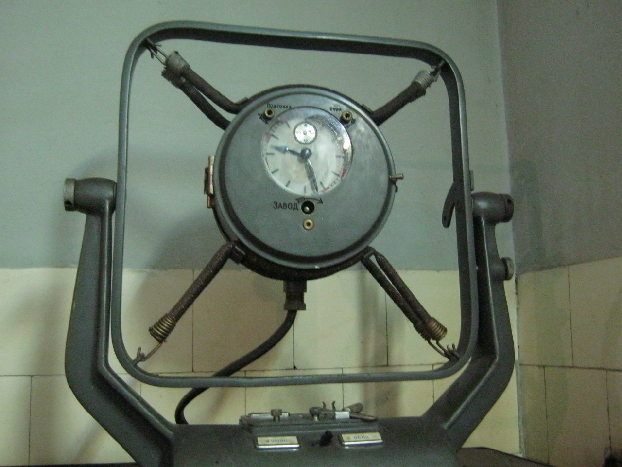 Часы на кухне астрофизической обсерватории у озера Кари Лич