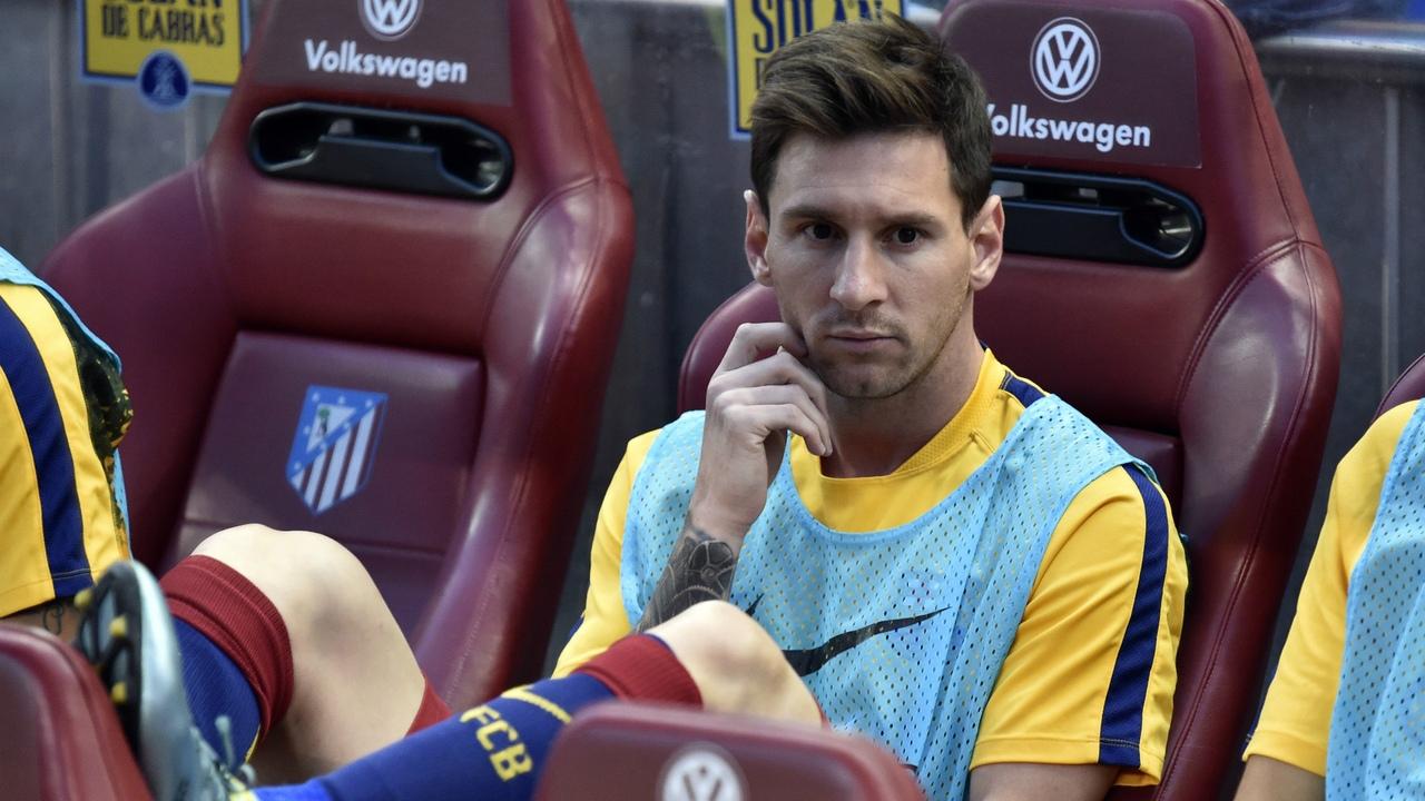 Лионель Месси на скамейке запасных. ФК Барселона