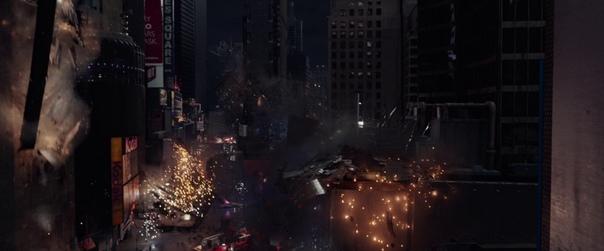 Электро получился, мягко говоря, не лучшим персонажем, но сцена на Таймс-Сквер  самое настоящее украшение «Нового Человека-паука 2». Именно в визуальном плане. Возможно, по той причине, что снять там плохой экшен не так уж легко, да и саундтрек Ханса Цимм