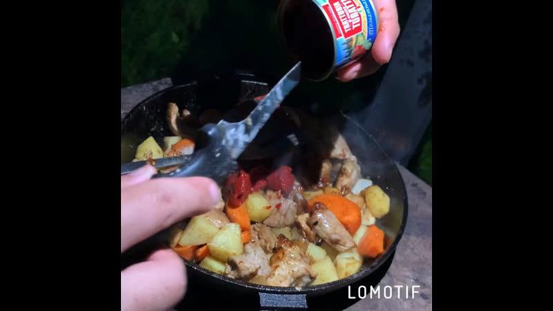 Жаркое со свининой на сковороде чугунной