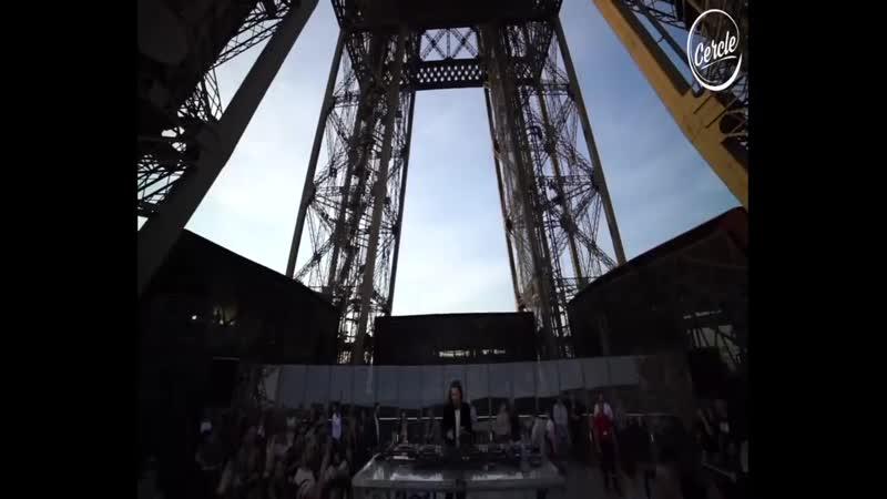 Нина Кравиц. Эйфелева башня в Париже