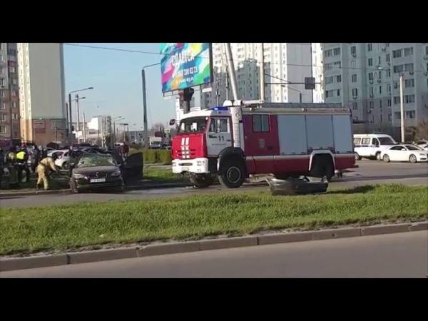В ростовском микрорайоне Левенцовский столкнулись Opel и BMW