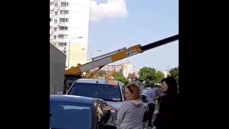 Работница ЗАГСа регистрировала молодых на автовышке в Краснодаре 11 05 2020