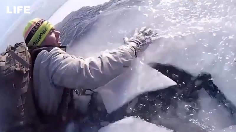 Двое туристов провалились под лёд на Байкале