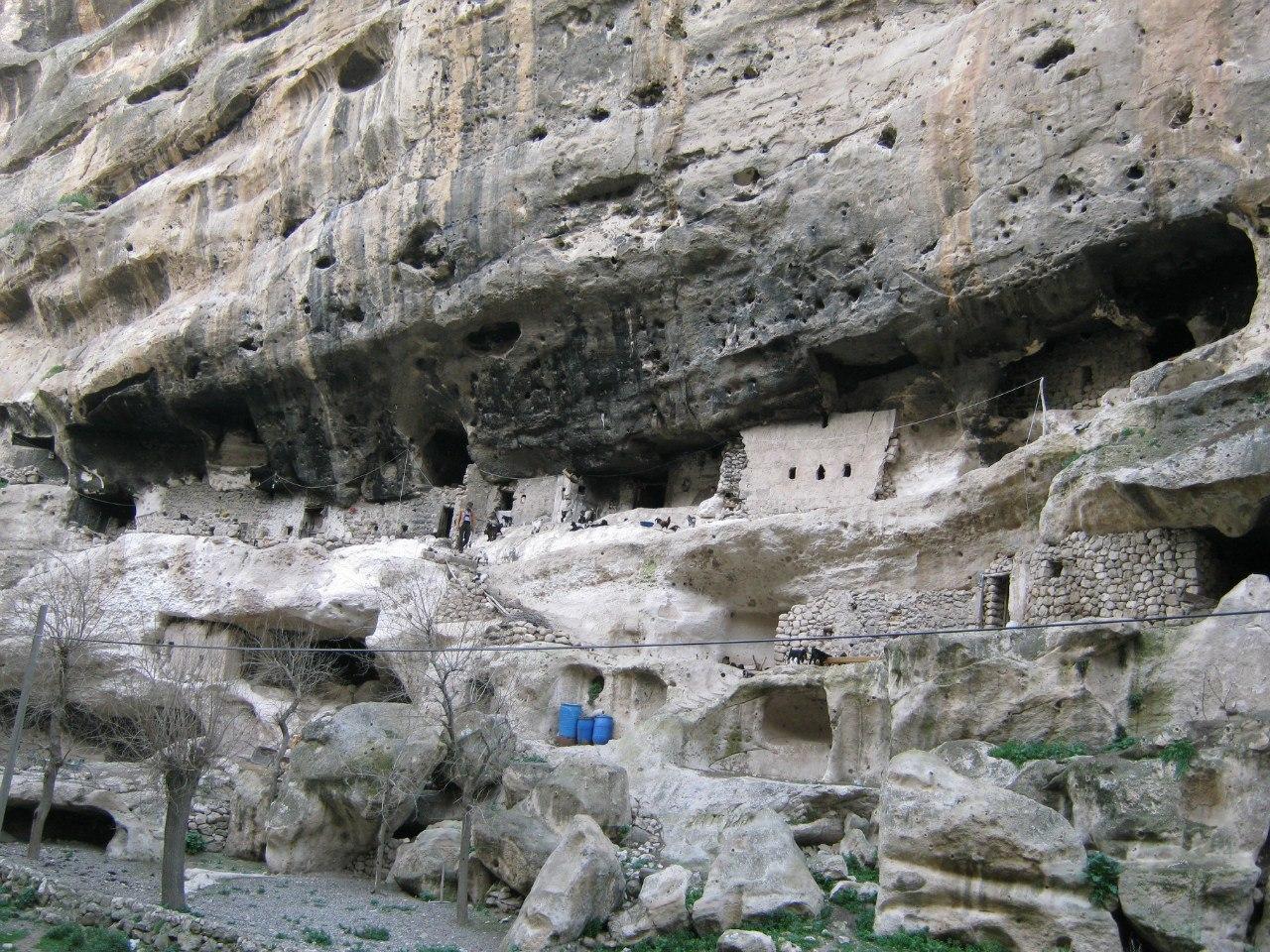 Пастушеская стоянка в пещерах древнего города