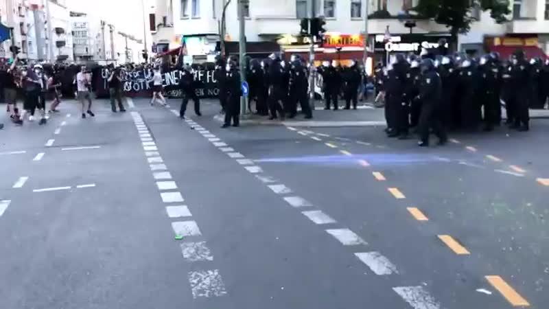 Unmittelbar bevor die Polizei die Demonstration auflöste