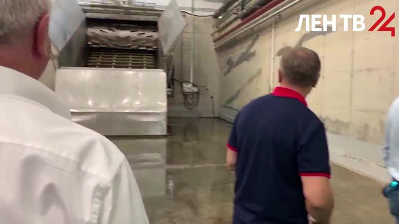 Александр Дрозденко поучаствовал в пуске линии по производству компоста для выращивания грибов