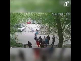 Пьяные девушки из Павлодара избили ребенка.mp4