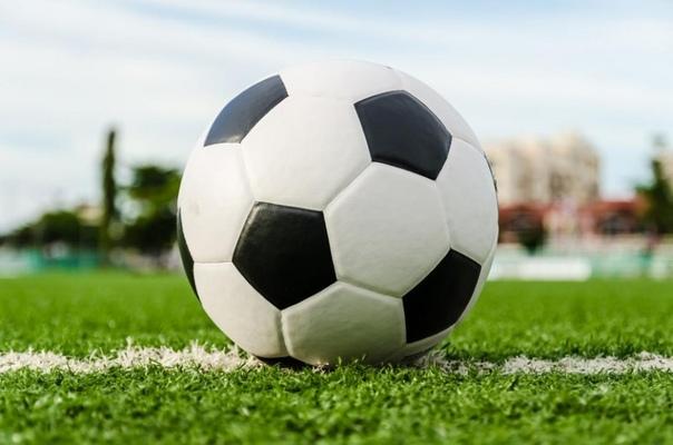 Почему у привычного футбольного мяча шашечки двух типов: пятиугольные и шестиугольные?