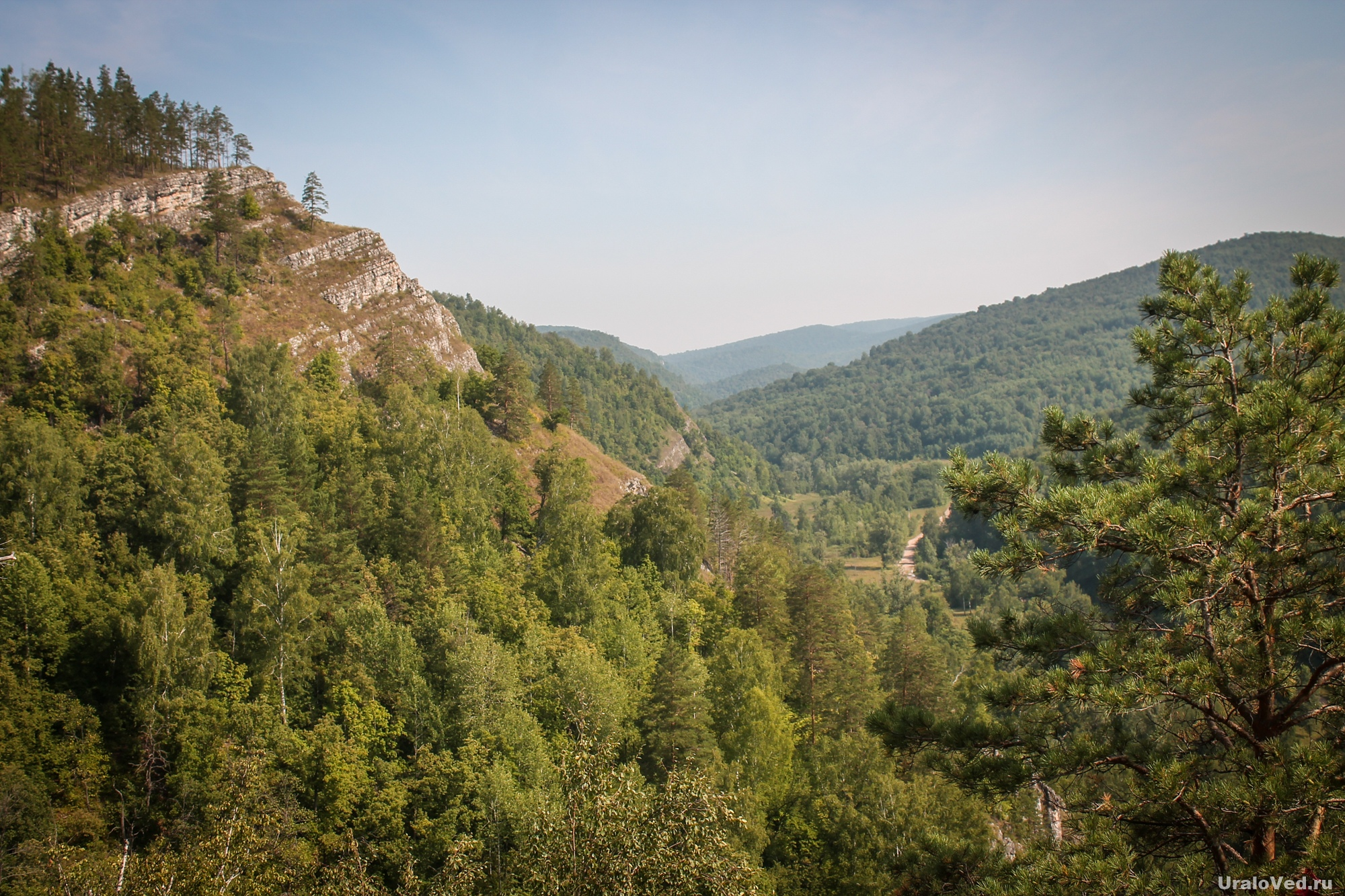 Вид со скалы Калим-Ускан