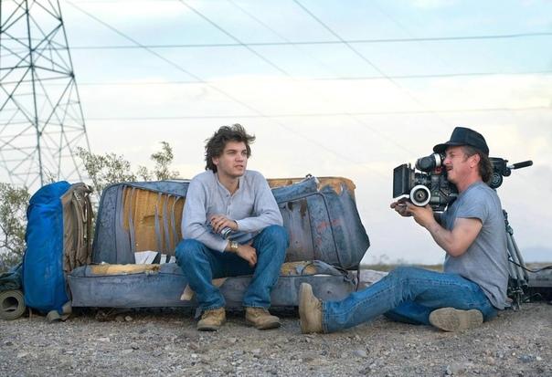 Эмиль Хёрш и Шон Пенн на съемках драмы «В диких условиях», 2006 год
