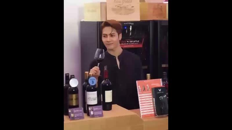 181025 韓星來港應援站 Weibo Update ' Jackson enjoying some wine at the Hong Kong Wine Dine Festival '©JacksonWGlobal JACKSON