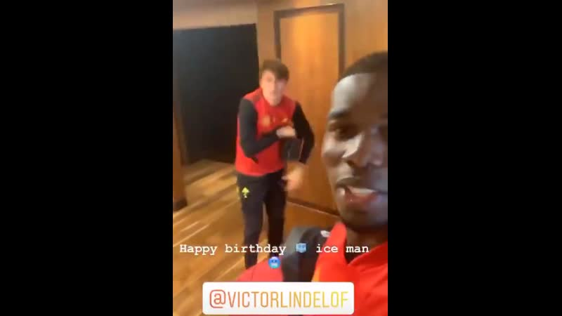 Paul Pogba meets the birthday boy @vlindelof ️ MUFC