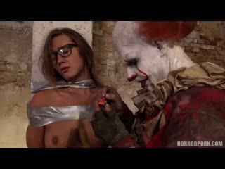 Horror Porn - IT is a clown