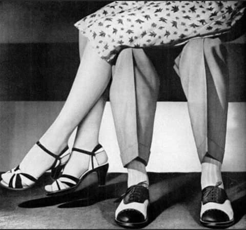 Она сказала: «Уходи», - и отвернулась к окну С повышенным интересом стала рассматривать избушку на курьих ножках, присыпанную снегом «Газель» и ателье «Модистка». Он с легкостью согласился,