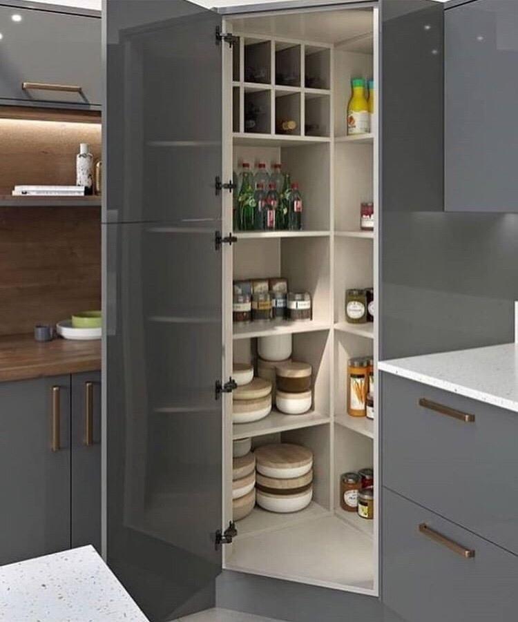 Замечательная идея - кладовочка на кухне. Я бы от такой точно не отказалась