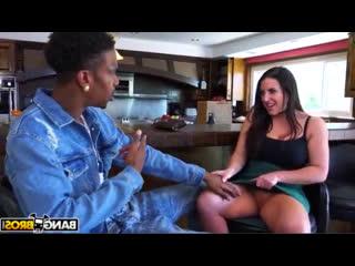 Angela соблазняет парня своей подруги (Сочная Milf Пышная Mom Сексуальная Mature incest Мать Мама Маму)