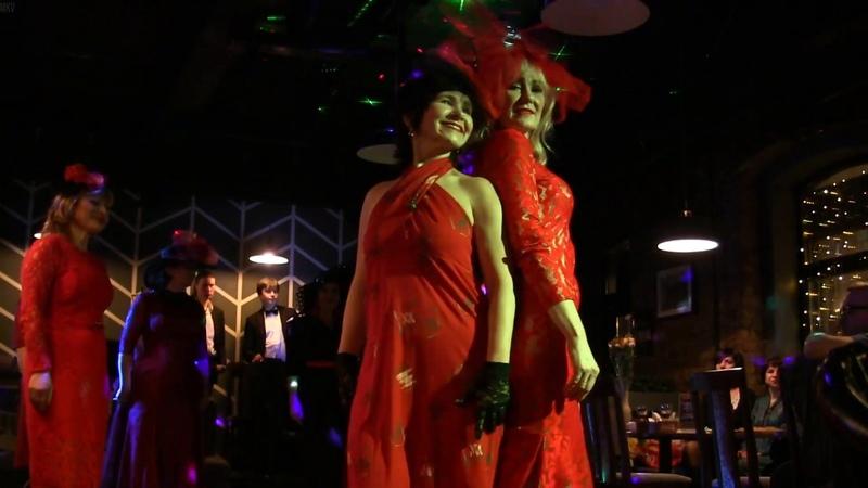 Демонстрация дефиле The Lady in Red от имидж группы Петербургская модница Натальи Мануйловой