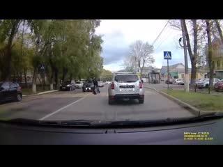 Видео о том, как спящий водитель сбивает на зебре двух спящих полицейских