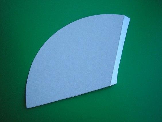 Елoчкa за полчаса. Мaстер-класс Понадобится: картон, ножницы, двухсторонний скотч (или клей), бантики, пряжа (например, зеленого и серебристого цвета),