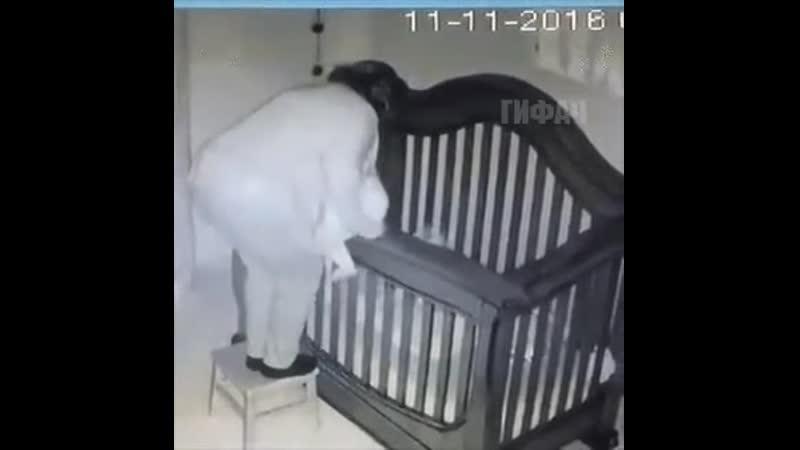 Попросили бабушку уложить внучка