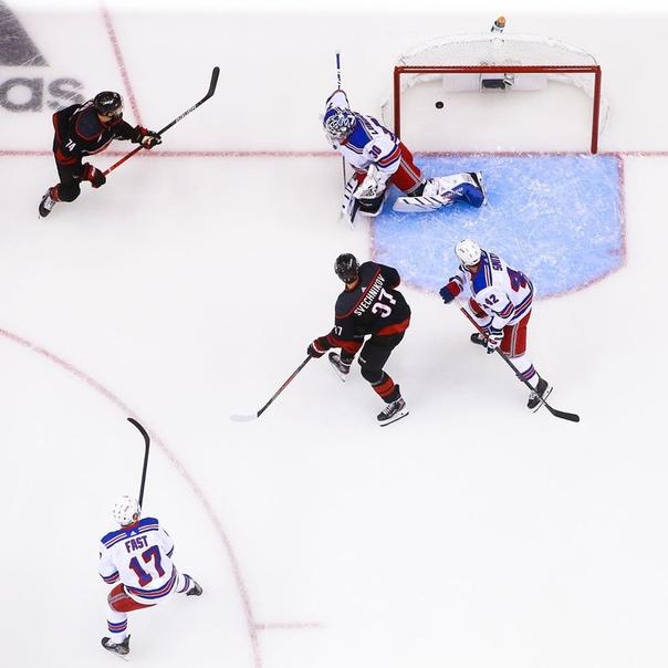 ???? НХЛ вернулась! И в первом матче «Каролина»...