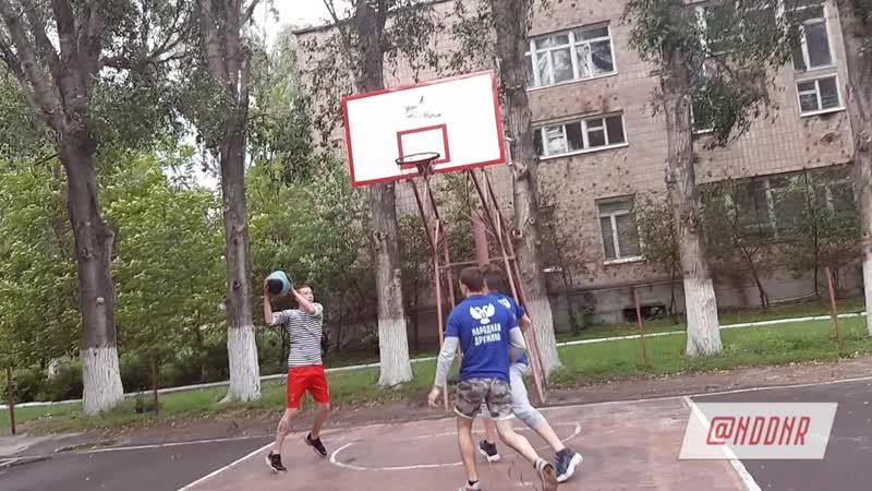 Тренировка по баскетболу.