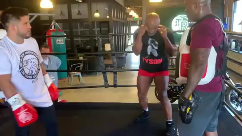 Майк Тайсон тренирует Генри Сехудо