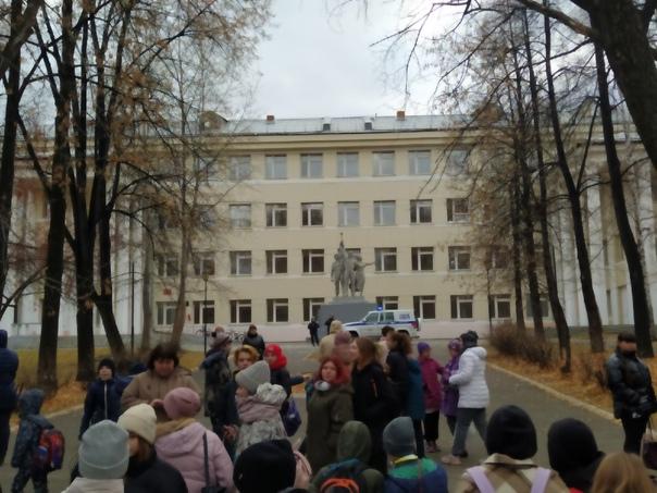 В Екатеринбурге эвакуировали школу №36 из-за угроз...
