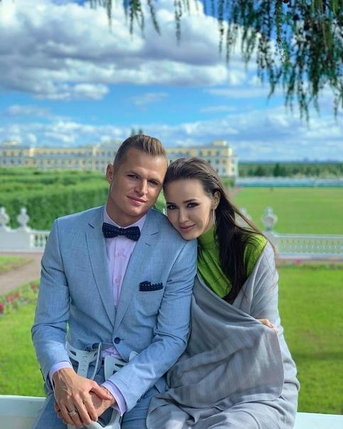 Дмитрий Тарасов случайно спалил беременностью своей жены, комментируя вакцину от короны:
