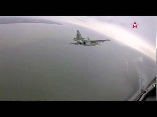 В небе над Новороссийском летчики устроили предпраздничное шоу