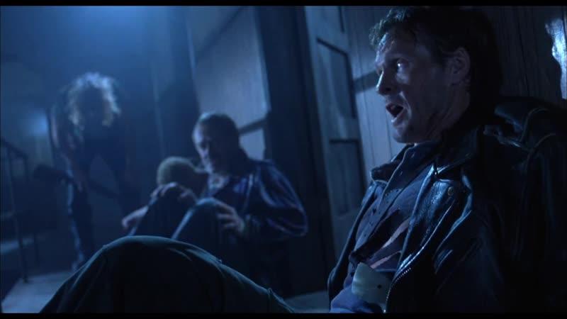 Ты сломал печать Демоны попадают в дом Байки из склепа Демон ночи 1995 Момент из фильма 720p