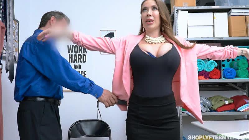 Охранник заставил раздеться сисястую дамочку ( Bianca Burke,