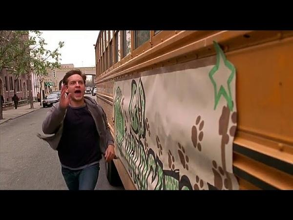 Питер Паркер второй раз бежит за автобусом Человек паук 2002