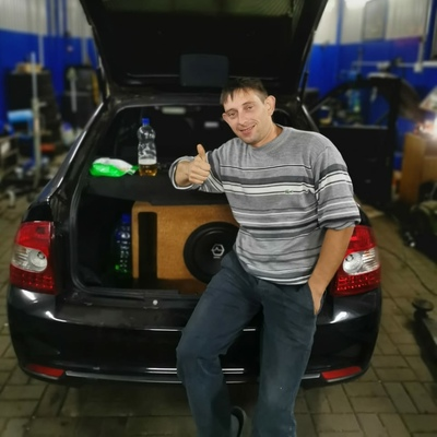 Олег, 30, Tomarovka