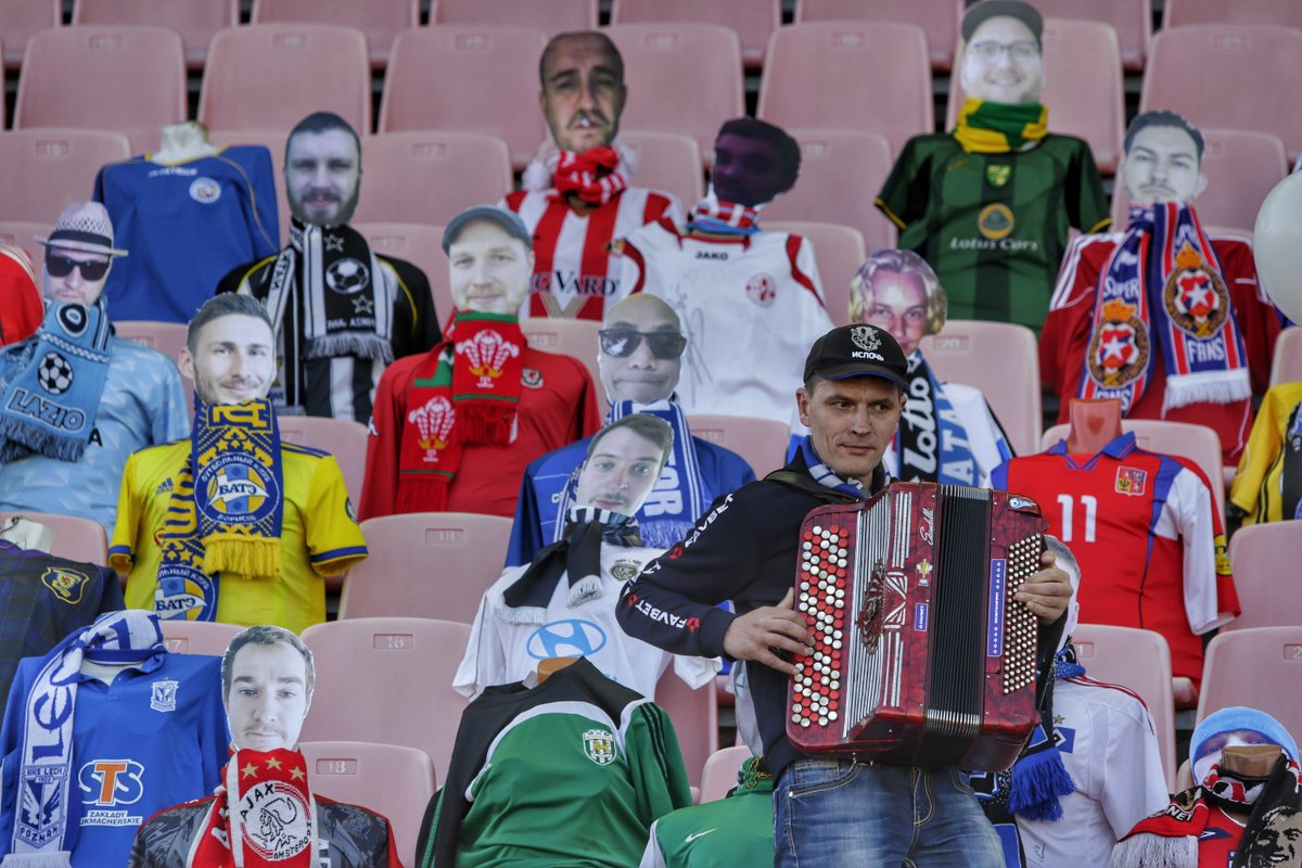 Чемпионат Белоруссии по футболу. Манекены вместо болельщиков