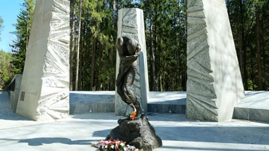 Раскрутку Катыни одобрил Гитлер: кто на самом деле убивал поляков?