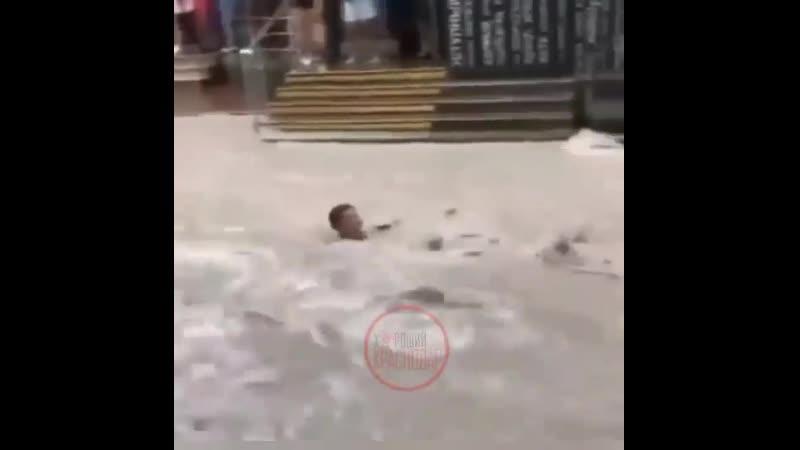 Любимые развлечения на побережье в период дождей Ну а что Аттракционы же не работают Геленджик repost @